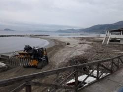 pulizia spiaggia - minipala - forca